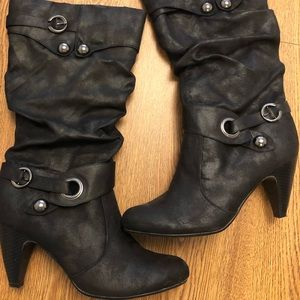 Size 10m Shi by Journey boots!